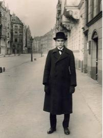 """Figure 4: August Sander """"Portrait of Anton Raderscheidt"""" (1928). Silver gelatin print on paper."""